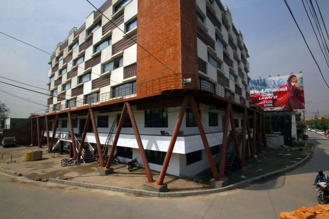 commercial building For Rent Gulberg Jail Road